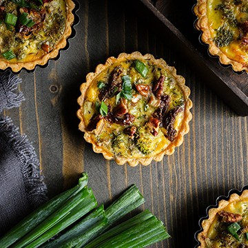 Mini quiche brokkolival, kecskesajttal és pekándióval (6-8 darab mini quiche)
