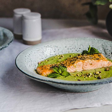 Grilled salmon with pea seed pureé