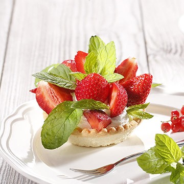 Тарталета с ванилов крем и свежи ягоди