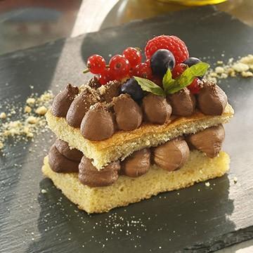 Mousse al cioccolato con briciole di biscotti al burro