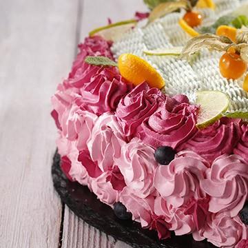 과일크림과 라임크림이 들어간 코코아 케이크